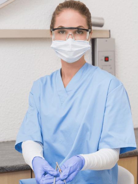 become a dental nurse